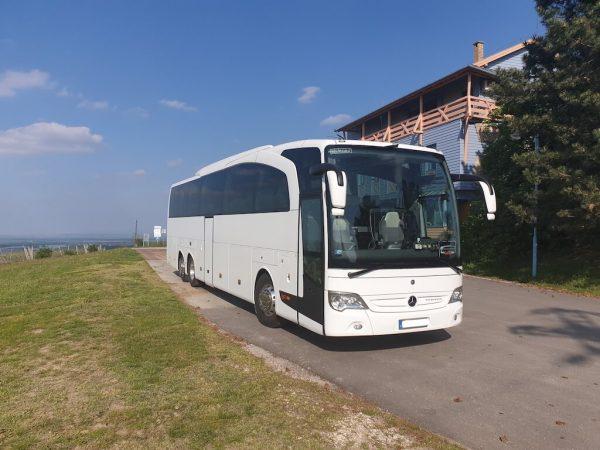 közvetített autóbuszunk a természetben