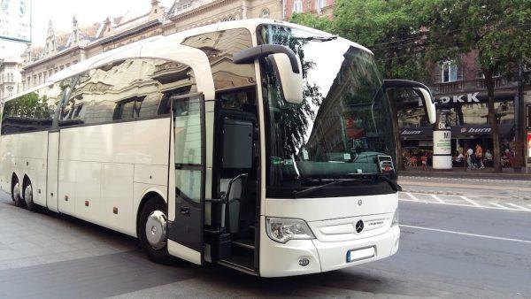 57 személyes luxus autóbusz közvetítés